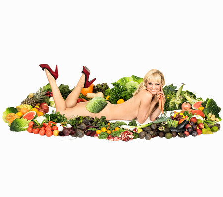 Portrait Of Naked Mid Adult Woman Lying Down In Fruit And Vegetables Foto de archivo - 117998924