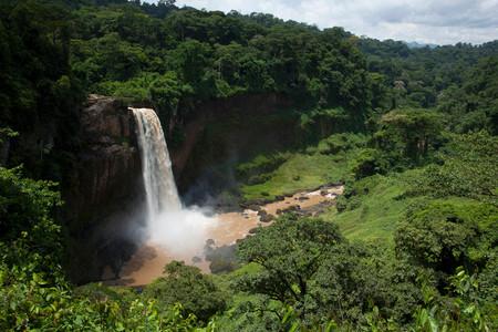 Cascade d'Ekom dans la région du littoral du Cameroun