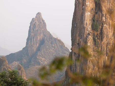Rhumsiki Rock, In The North Of Cameroon. This Pillar Is The Funnel Of An Extinct Volcano, Where The Set Rock Is Extremely Hard. The Softer Rock Mountainside Around Has Long Since Eroded Away Stockfoto