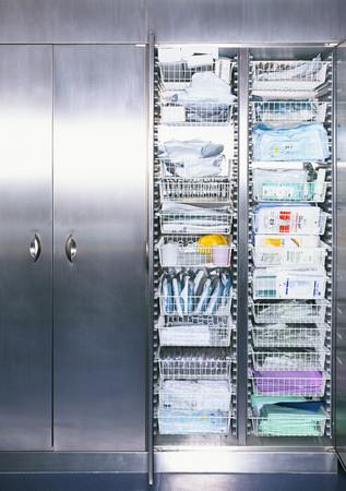 Medical supplies in cabinet Redactioneel