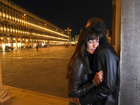 thirtysomething: Italy, Venice, couple embracing, night LANG_EVOIMAGES