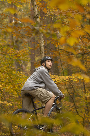 passtime: Man cycling in Autumn woods