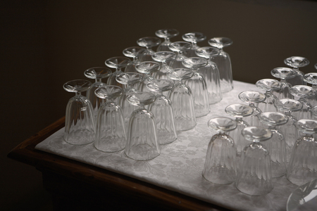formulate: Rows of wine glasses LANG_EVOIMAGES