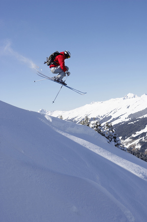 promptly: Austria, Saalbach, male skier jumping down slope