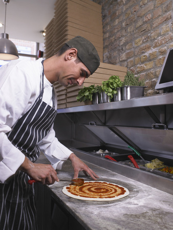 middle joint: Pizza chef making pizza LANG_EVOIMAGES