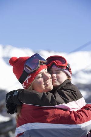 Mother and Daughter hugging LANG_EVOIMAGES