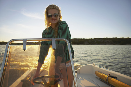 blue waters: Young Woman in speedboat. LANG_EVOIMAGES