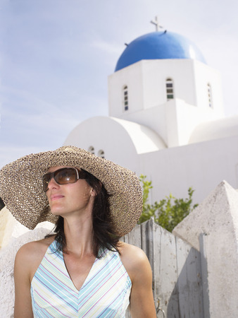 histories: Woman wearing a straw hat LANG_EVOIMAGES