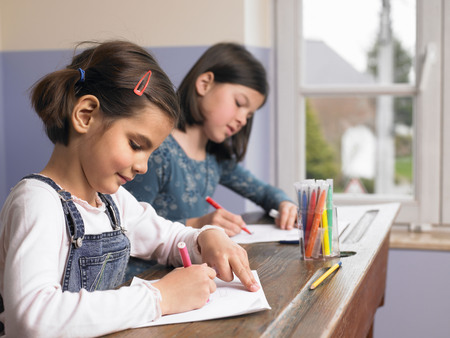 uncomplicated: Girls drawing a picture