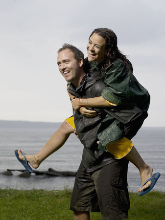Man carrying woman on his back LANG_EVOIMAGES