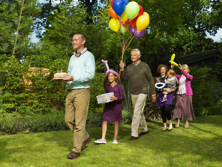 grampa: Family arriving with birthday cake LANG_EVOIMAGES