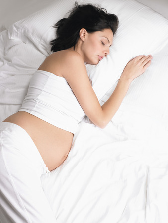 Pregnant woman sleeping LANG_EVOIMAGES