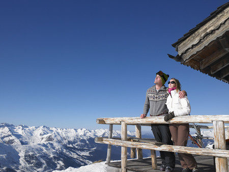 hearted: Couple enjoying sun at mountains LANG_EVOIMAGES