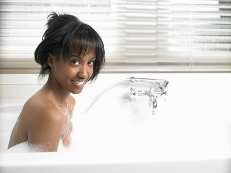 pamper: Woman in bath