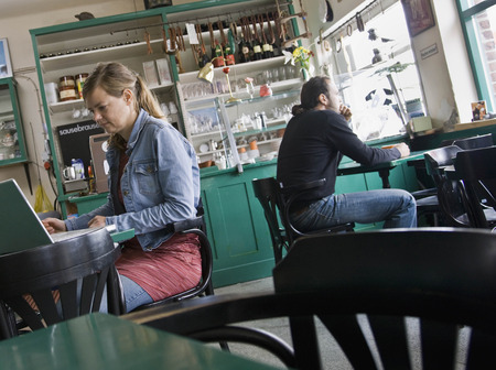 telecommuter: Man and woman sitting at a cafe