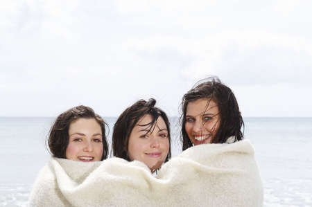 sopping: Three girls sharing a blanket