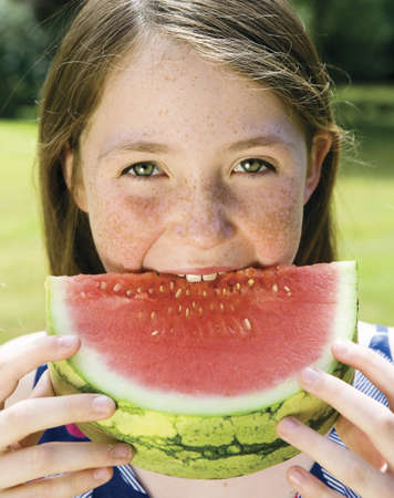 new age: Girl eating a watermelon LANG_EVOIMAGES