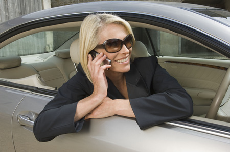 tetbury: Business woman on phone in car LANG_EVOIMAGES