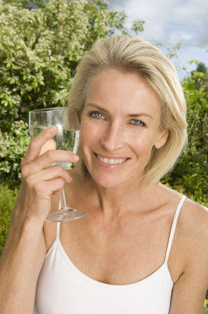 tetbury: Portrait of woman with glass of water LANG_EVOIMAGES