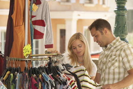 stockmarket: Couple shopping in french market