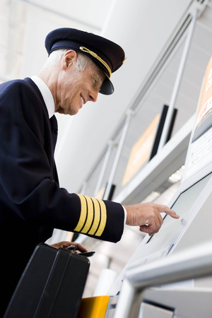 joining forces: Flight captain using boarding computer LANG_EVOIMAGES