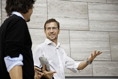 easygoing: Men talking, holding a newspaper LANG_EVOIMAGES