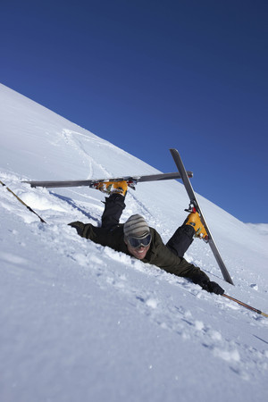 struggled: Male skier fallen over