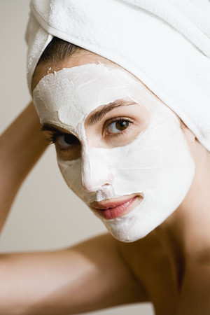 pamper: Woman with face mask