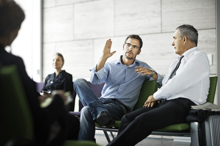 talker: Men talking in waiting room LANG_EVOIMAGES