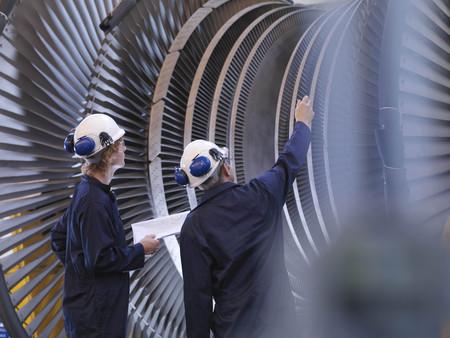 interrogations: Engineers Looking At Turbine LANG_EVOIMAGES