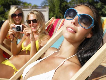 basking: Girlfriends around pool, taking pictures