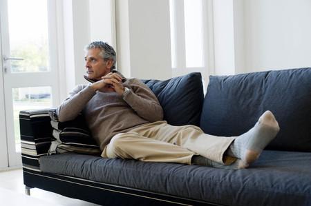 fulfill: Man on sofa