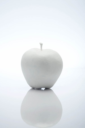 white apple LANG_EVOIMAGES