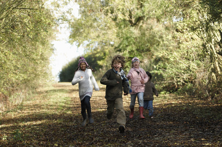 road autumnal: Children running down country lane
