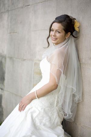 marrying: Bride posing in her wedding dress. LANG_EVOIMAGES