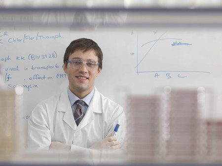petri dish: Laboratory technician and whiteboard LANG_EVOIMAGES