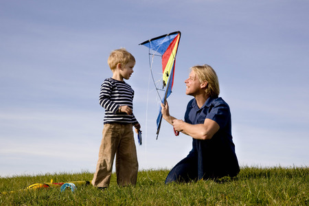 Boy and father put together a Kite LANG_EVOIMAGES