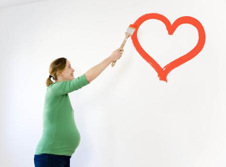 milestones: Pregnant woman painting nursery LANG_EVOIMAGES
