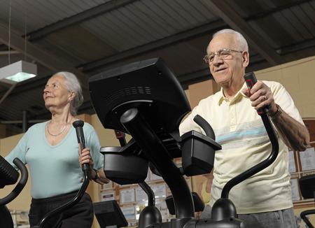 women s health: senior couple training at gym LANG_EVOIMAGES