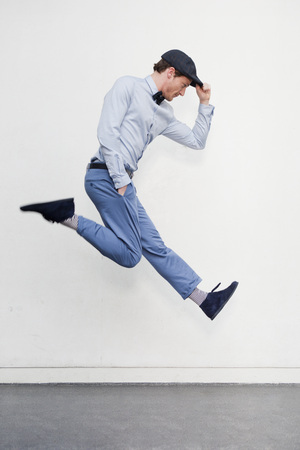 man jumping in the air LANG_EVOIMAGES