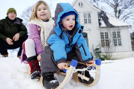 Scandinavian children on a sled LANG_EVOIMAGES
