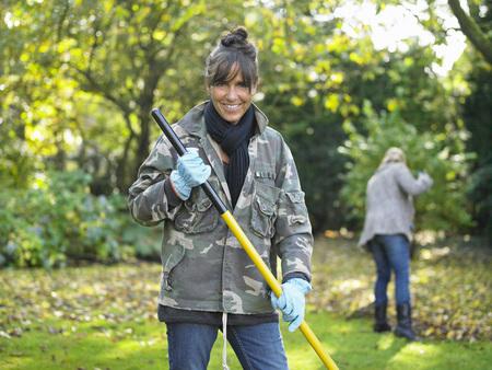 Women gardening LANG_EVOIMAGES