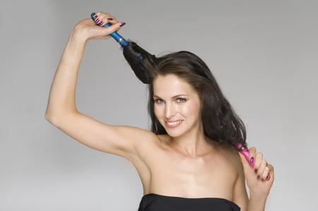 female beauty brushing hair LANG_EVOIMAGES