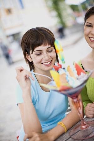 tempted: girlfriends enjoying icecream LANG_EVOIMAGES