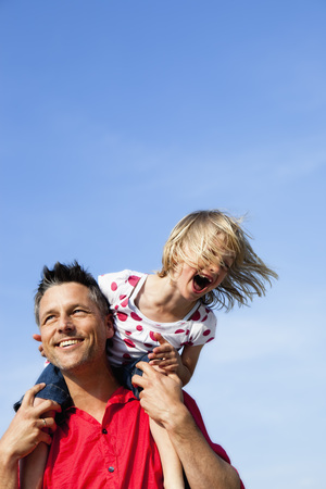 Girl Sitting On Fathers Shoulders LANG_EVOIMAGES