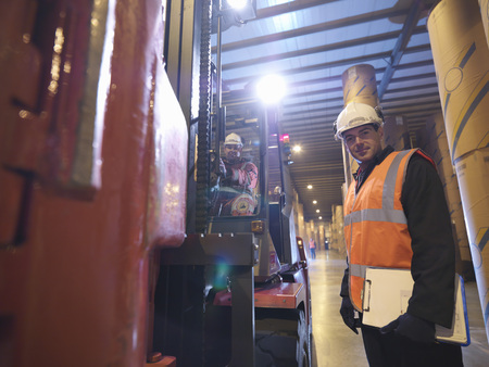 power operated: Port Workers With Fork Lift Truck LANG_EVOIMAGES