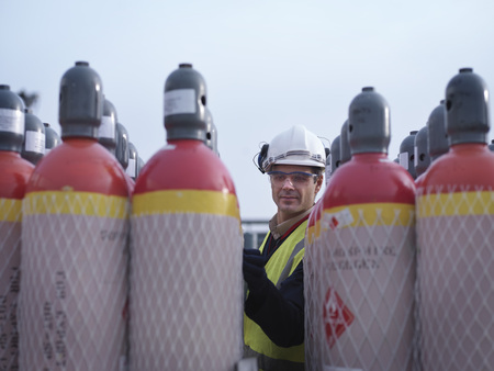 jeopardizing: Port Worker Inspecting Gas Canisters