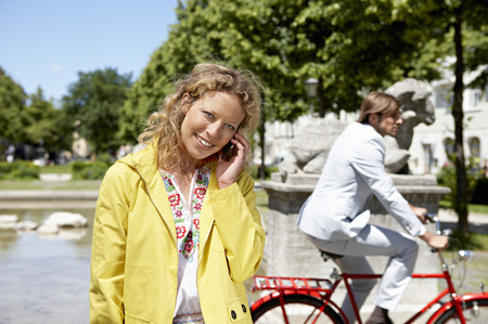 transportation: Woman talking on the phone LANG_EVOIMAGES