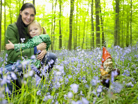 elves: Mother and daughter next to garden gnome