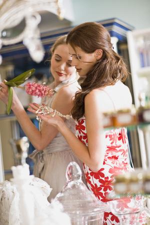 selections: girls having shopping fun LANG_EVOIMAGES